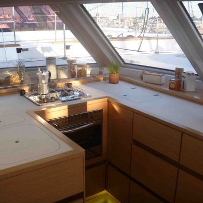 open-46-galley-with-top-loading-fridge-and-twin-sinksp1040307
