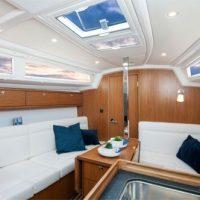 Bavaria Cruiser 33 Interior
