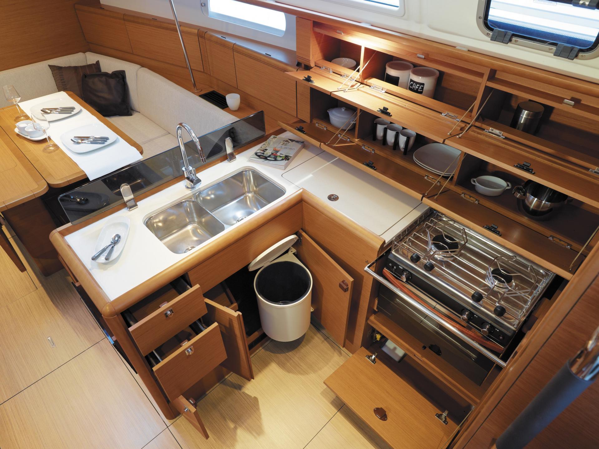 SO389 HQ - Interior 4