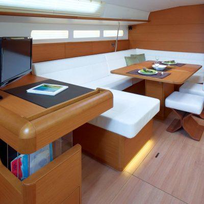 Jeanneau Sun Odyssey 519 Interior