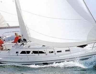 Catalina 380 Exterior